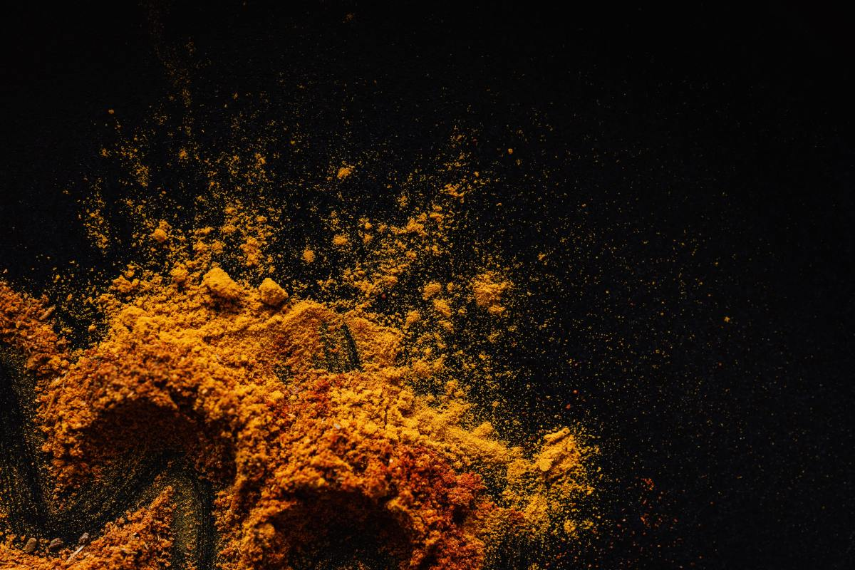 Turmeric has curcumin in it which is an antioxidant and anti-inflammatory.  In turn, it gets rid of harmful free radicals which damage the skin.  It a